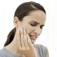 Mujer con dolor de terceros molares